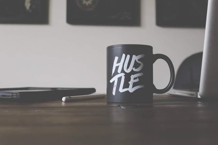 主婦から在宅Webデザイナーになると収入はどれくらい稼げる?